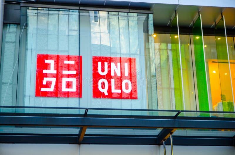 Freizeitkleidungs-Einzelhändlerlogo Uniqlo japanisches an einem Shopfrontglasfenster, Pitt St Mall, Sydney CBD lizenzfreies stockbild
