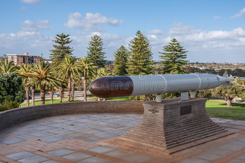 Fremantle, Australien - 25. November 2009: Nahaufnahme des grauen und schwarzen Torpedos auf Anzeige am lokalen Kriegsdenkmal unt stockfotografie