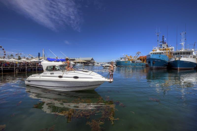 FREMANTLE, WEST-AUSTRALIEN - 16. November 2014 - Ansicht des Fischerboot-Hafens Fremantle lizenzfreie stockbilder