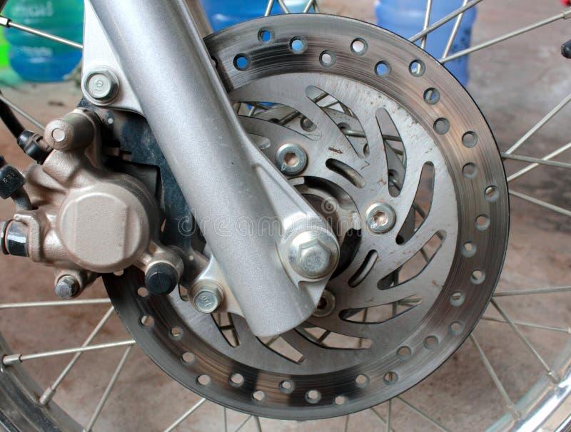 Frenos de disco aherrumbrados viejos de la motocicleta fotografía de archivo