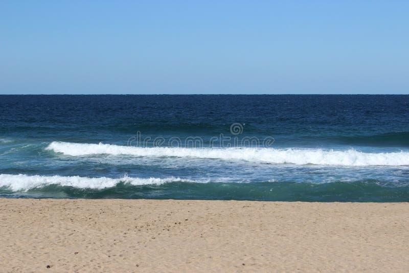 Frente al mar tranquilo foto de archivo libre de regalías