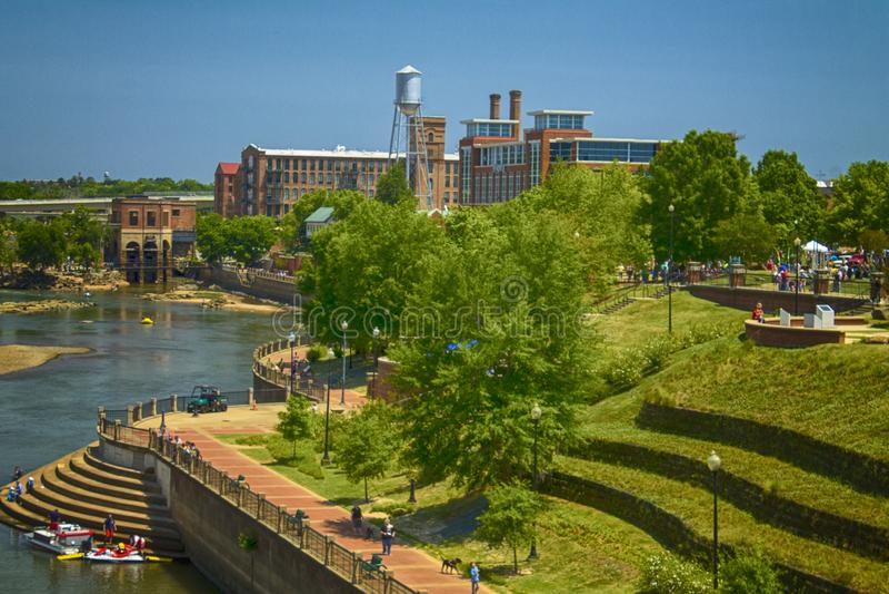 Frente al río Columbus y paseo fluvial imagen de archivo