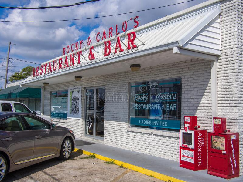 Frente al restaurante y bar italiano Rocky & Carlo en Chalmette, parroquia de St Bernard, Luisiana fotos de archivo