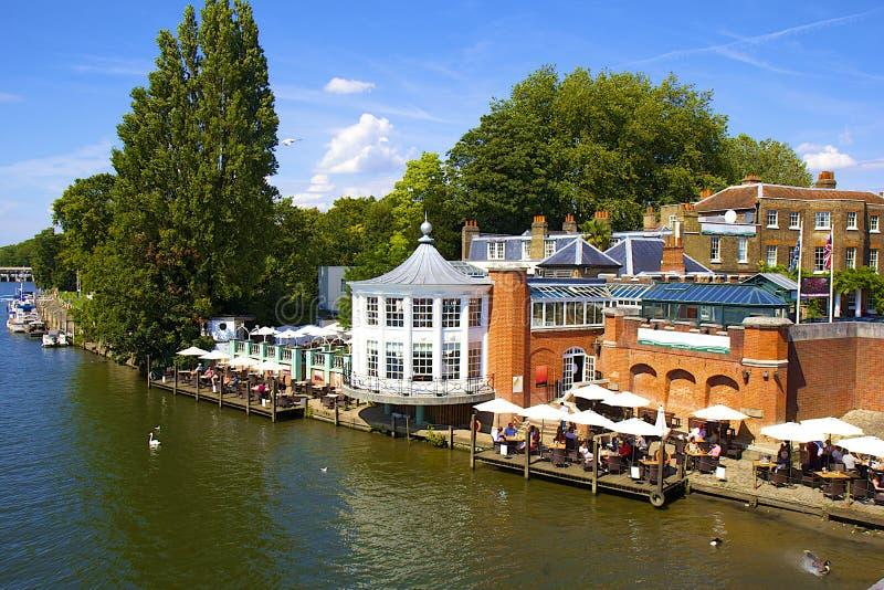 Frente de Hampton Court y del río Támesis imagen de archivo