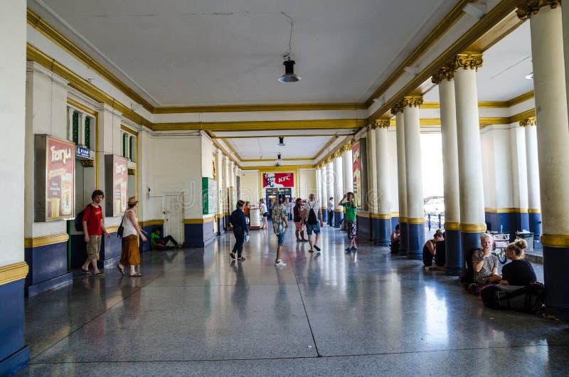 Frente de la estación de tren de Bangkok, Tailandia imagenes de archivo