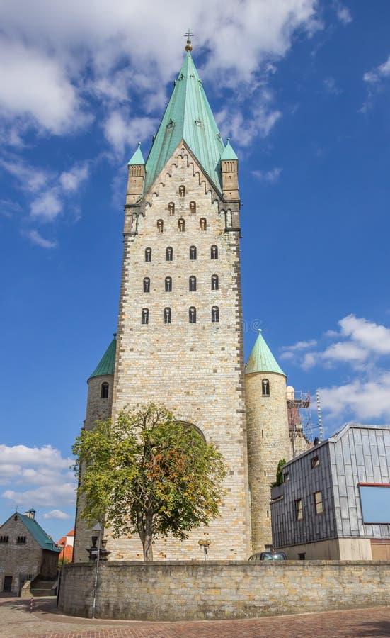 Frente de la iglesia de los Dom en Paderborn imagen de archivo