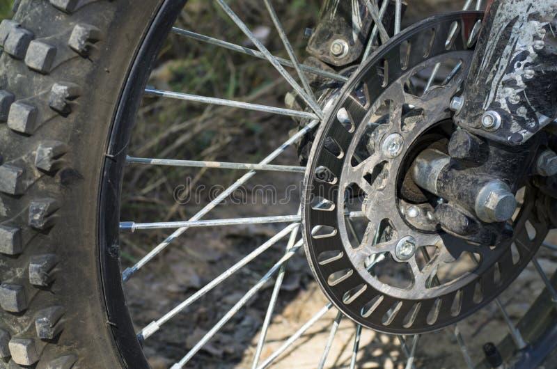 Frente de la motocicleta de la rueda de Enduro fotos de archivo libres de regalías