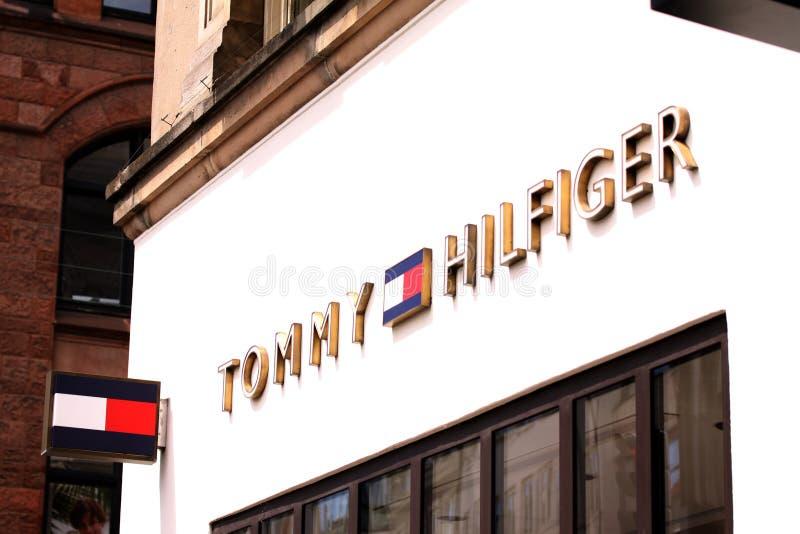 Frente de la tienda de Tommy Hilfiger imagen de archivo libre de regalías