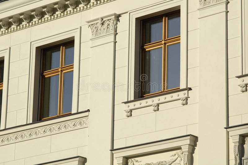 Frente de la ventana de una casa de Berlín imagenes de archivo