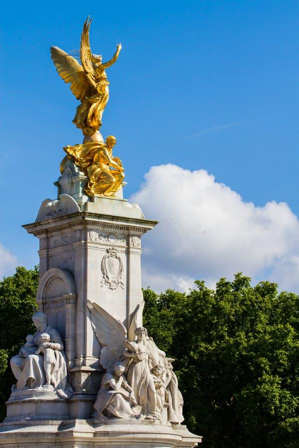 Frente del Buckingham Palace foto de archivo libre de regalías