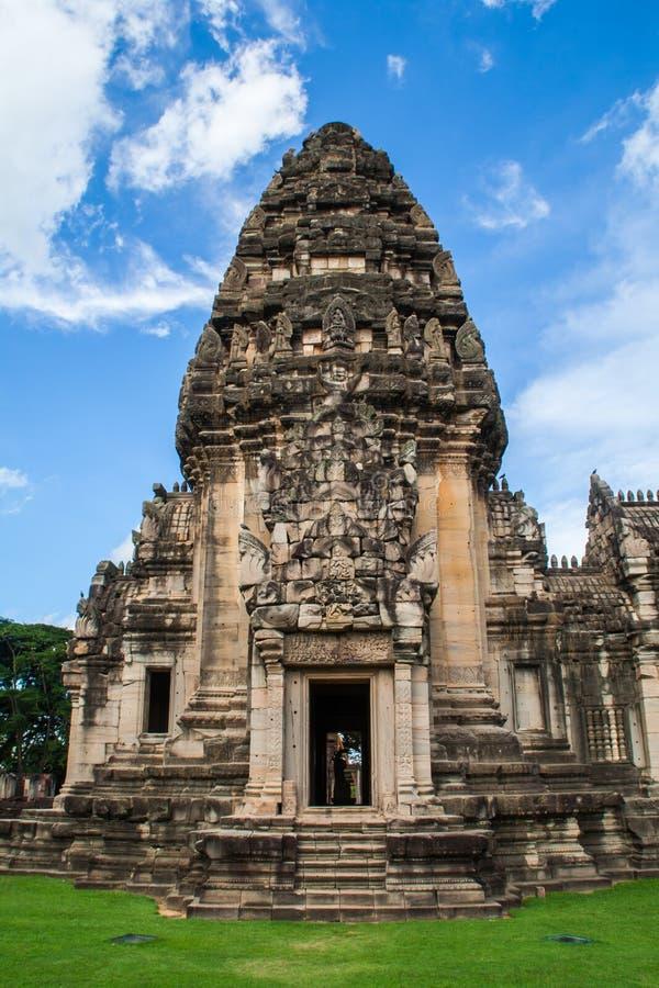 Frente del castillo de piedra en el parque histórico de Phimai foto de archivo libre de regalías
