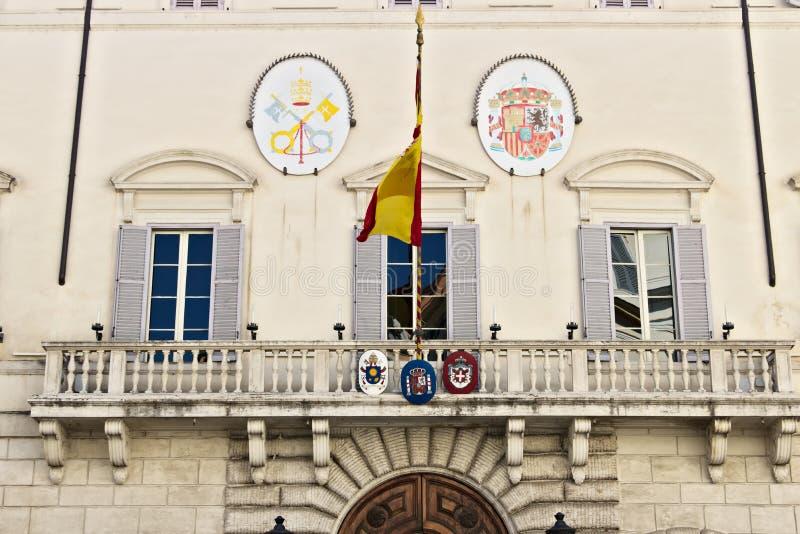 Frente del edificio que contiene la embajada española imagenes de archivo