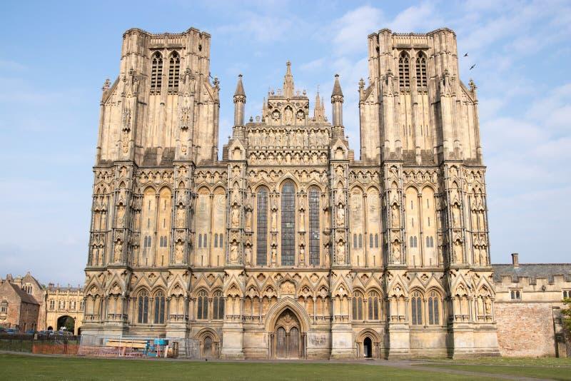 Frente del oeste de la catedral de Wells del anglicano imagenes de archivo