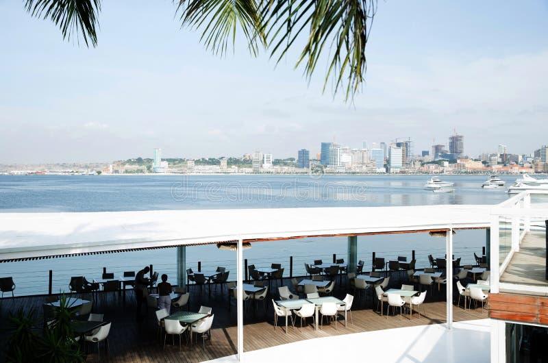 Frente marítima de Luanda, Angola - restaurante, terraço da barra foto de stock royalty free
