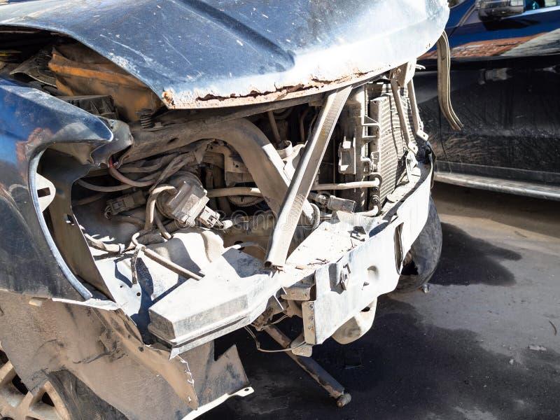 Frente quebrado del cierre estrellado del coche para arriba fotos de archivo