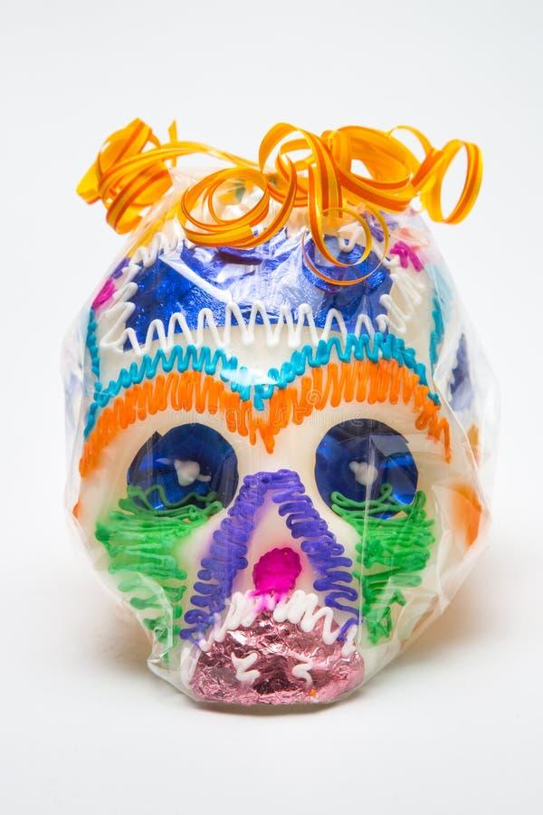 Frente tradicional original del cráneo azucar del caramelo de Calaverita del mexicano en paquete imagen de archivo