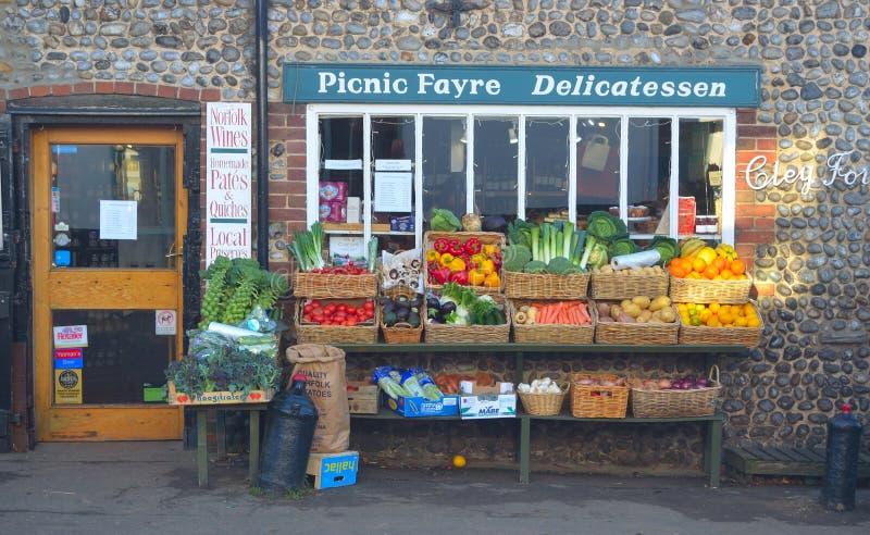 Frente verde Cley Norfolk Inglaterra de la tienda de los tenderos fotos de archivo libres de regalías