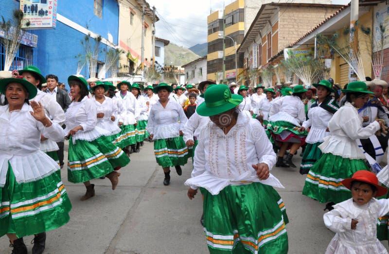 Frequentatori del partito nel Perù durante l'epifania fotografie stock libere da diritti