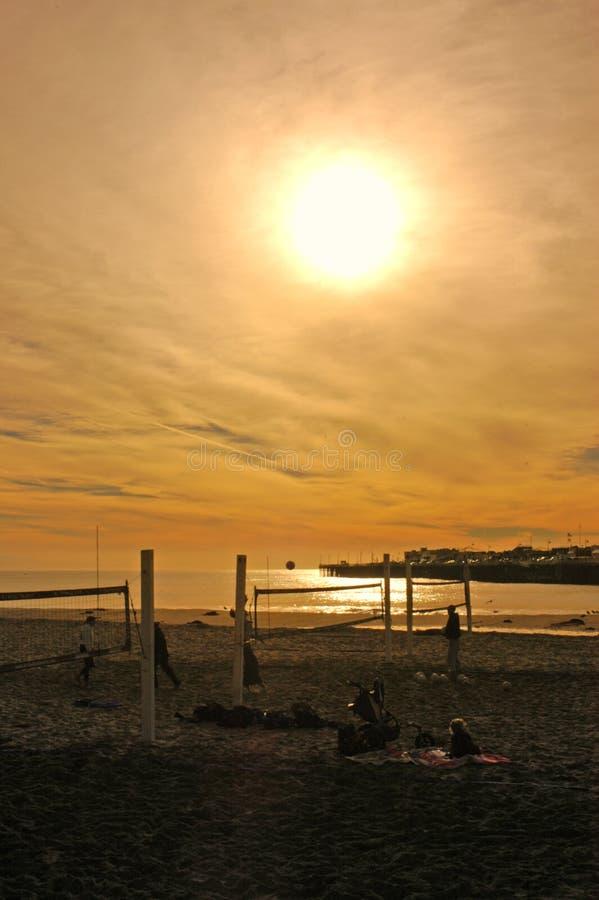 Frequentatori della spiaggia di primo mattino fotografia stock