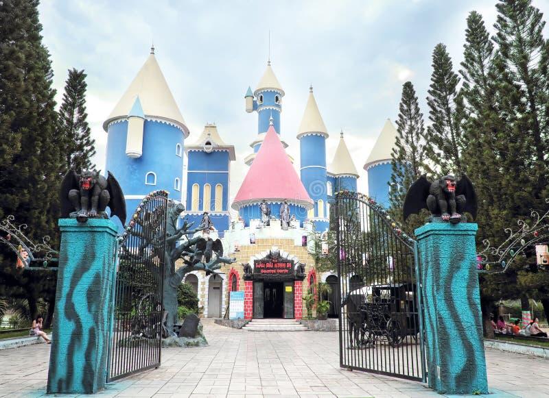 Frequentiertes Schloss in Verdammungs-Senator Park, Vietnam lizenzfreie stockbilder