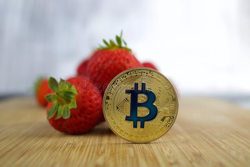 Fresa del bitcoin del oro foto de archivo libre de regalías