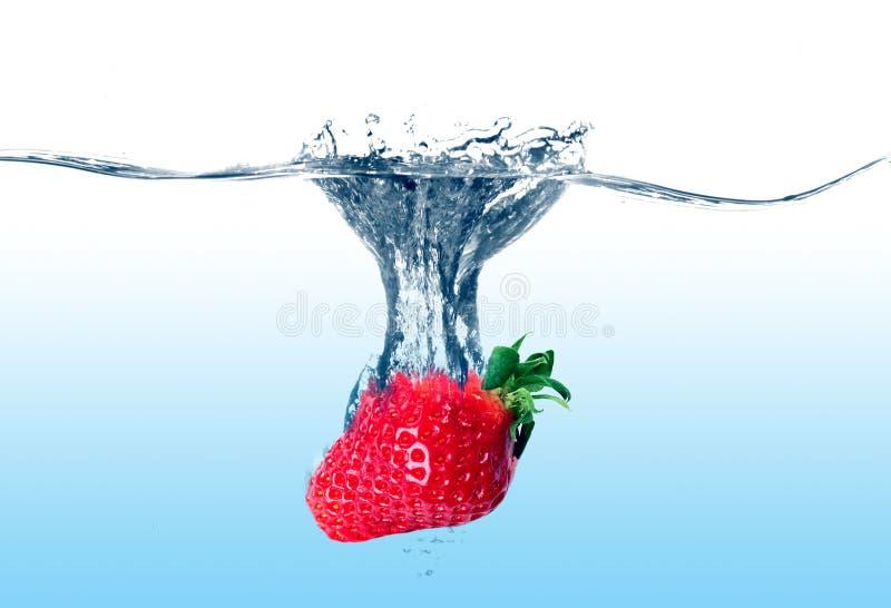 Fresa en agua fotografía de archivo
