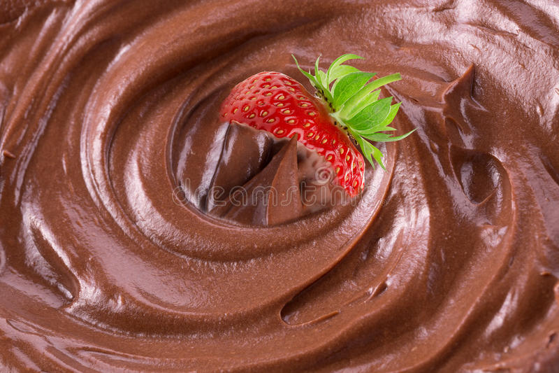 Fresa en chocolate derretido imagen de archivo libre de regalías