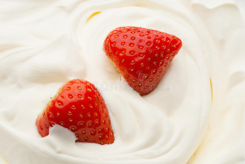Fresa en yogur fotos de archivo libres de regalías