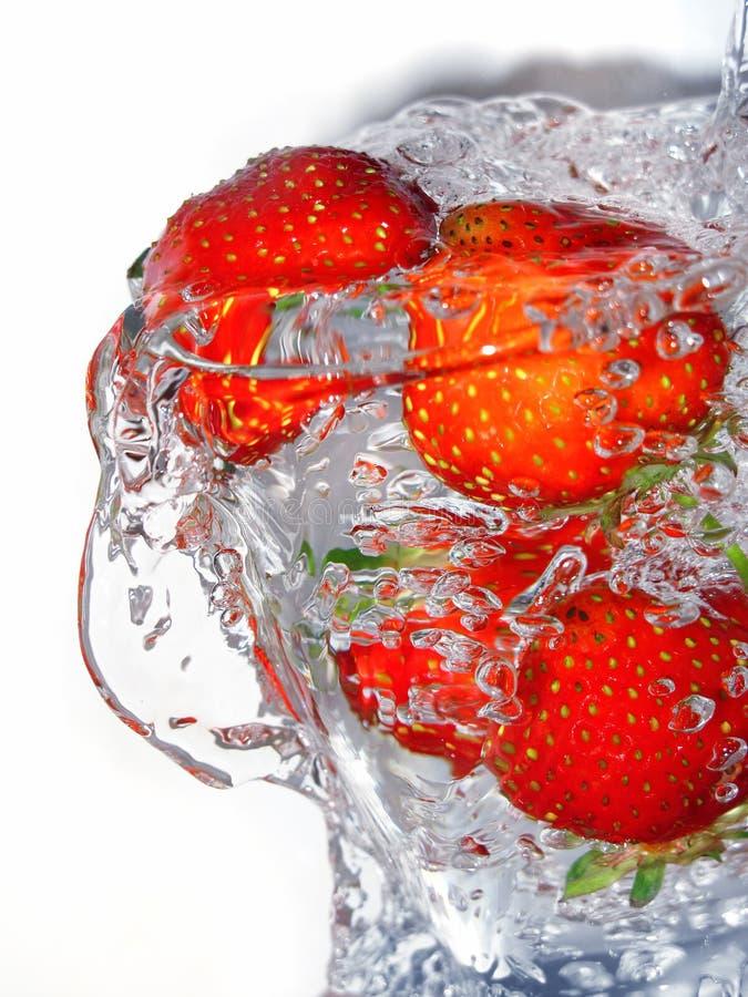 Fresa fresca en vidrio fotos de archivo