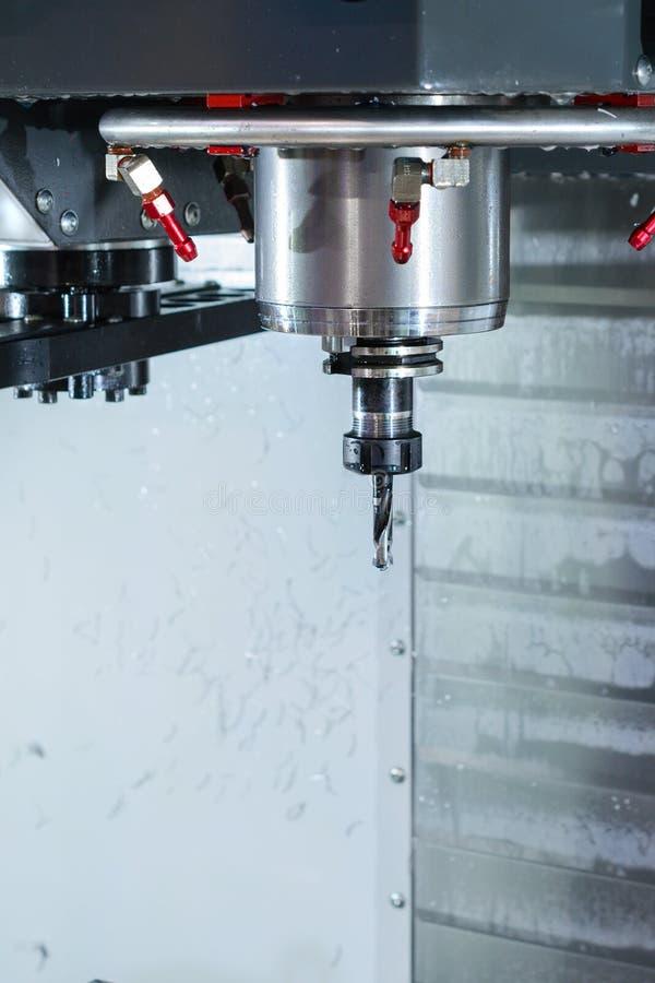 Fresadora de alta precisión moderna del CNC del eje foto de archivo