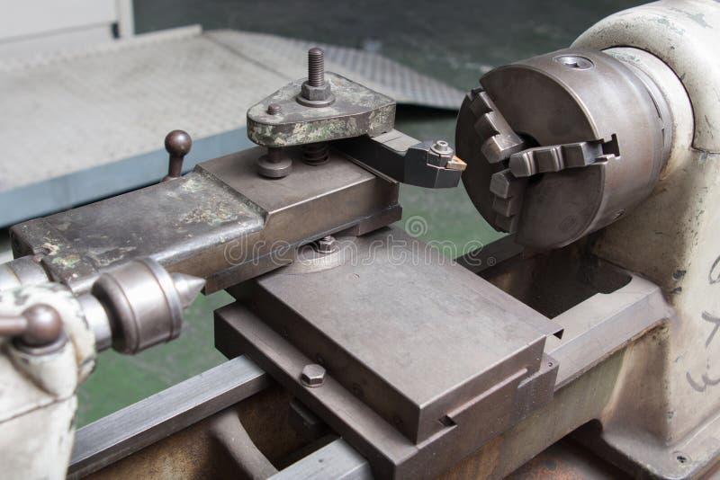 Fresadora de la perforadora en un taller imagen de archivo libre de regalías