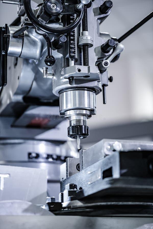 Fresadora metalúrgica Te de proceso moderno del metal del corte imagen de archivo libre de regalías
