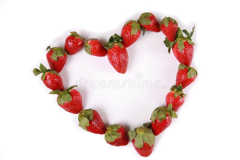 Fresas en la dimensión de una variable de un corazón imagen de archivo