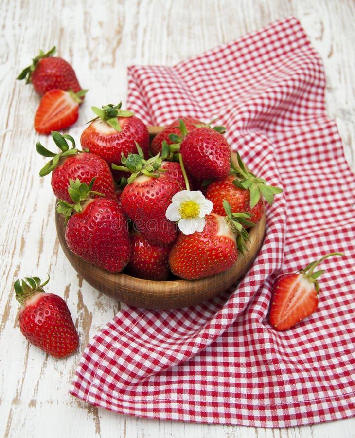 Download Fresas Maduras Dulces Frescas Imagen de archivo - Imagen de viejo, plato: 41921303