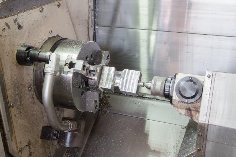 Fresatrice del metallo di CNC - processi del tornio immagini stock libere da diritti