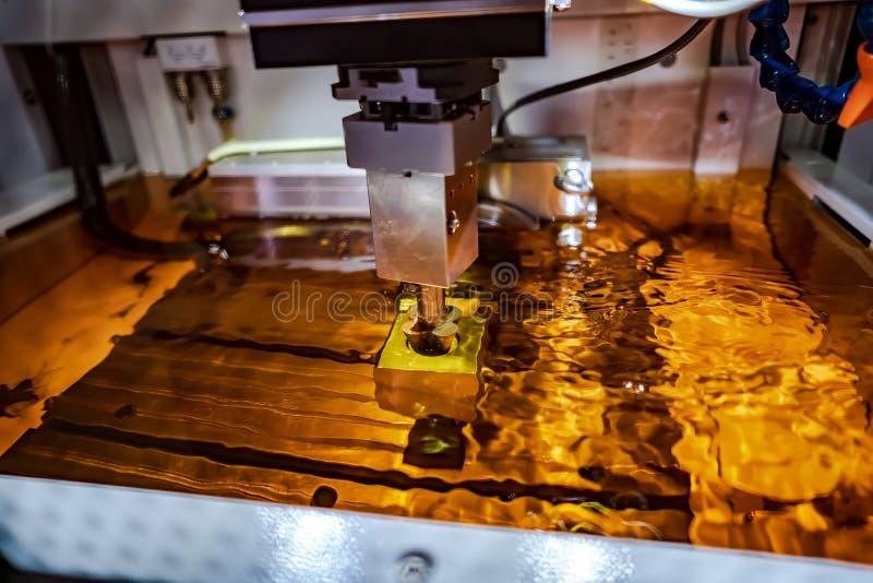 Fresatrice metallurgica di elettrolisi di CNC immagine stock