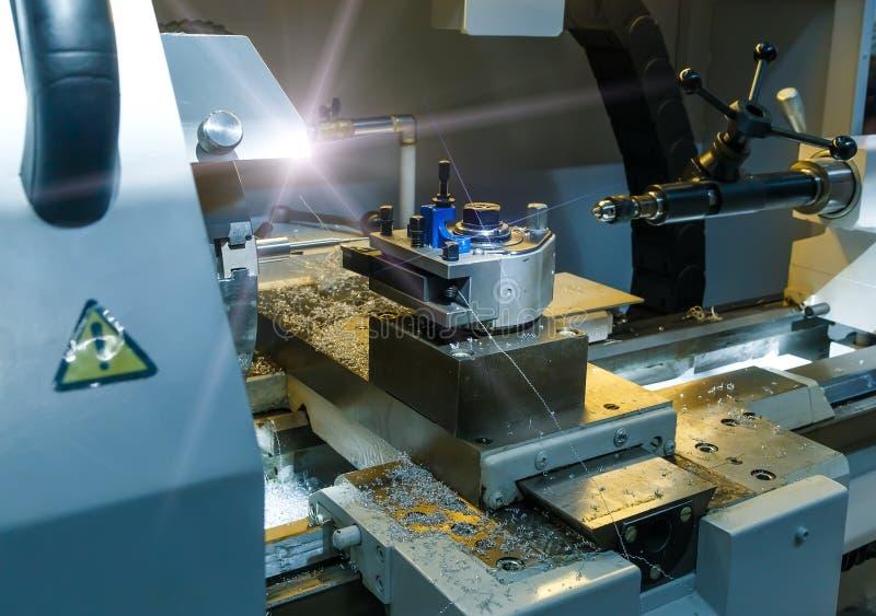 Fresatura industriale dello spazio in bianco della forma metallica metallurgico Tornio ed industria di perforazione Tecnologia di immagini stock libere da diritti