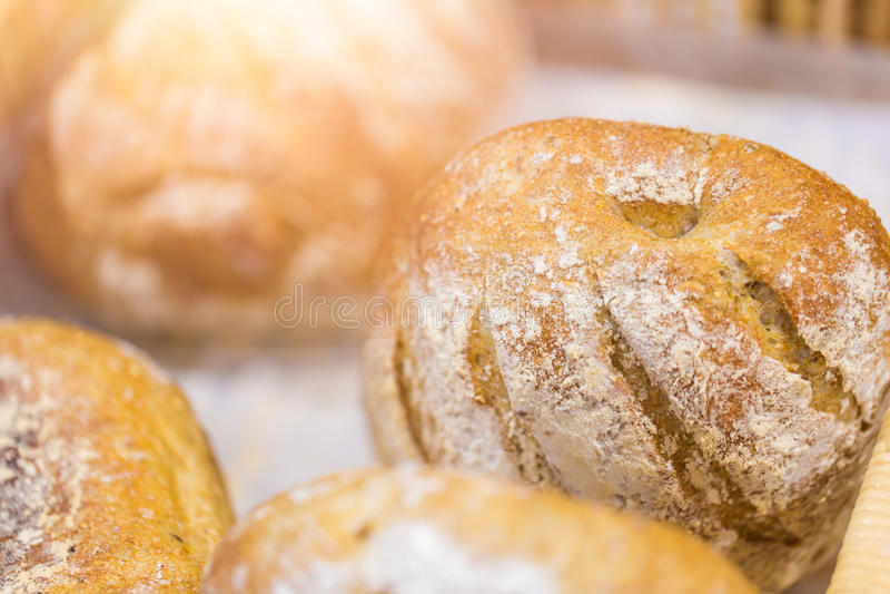 Fresco coza o pão leiteria saboroso do olhar da padaria na boa imagem de stock