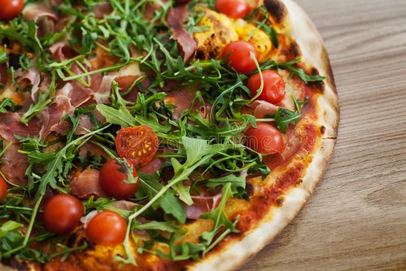 Fresco de los alimentos de preparación rápida de la pizza cocido imágenes de archivo libres de regalías