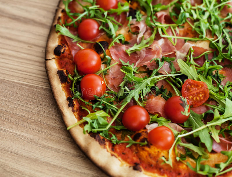 Fresco de los alimentos de preparación rápida de la pizza cocido imagen de archivo