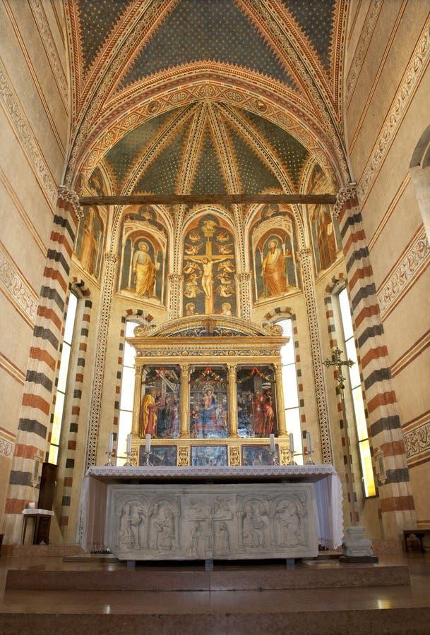 Fresco de Verona - de Sancutary y de la crucifixión en la basílica San Zeno imagen de archivo