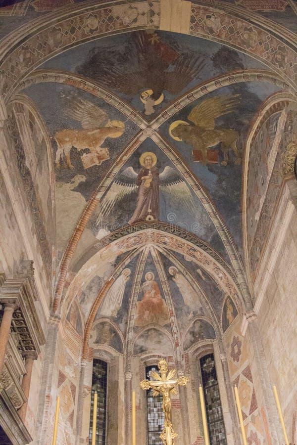 Fresco do teto na igreja superior San Fermo Maggiore em Verona, Vêneto, Itália foto de stock