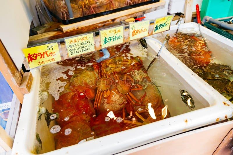 Fresco e vita Taraba compensa la deriva per vendita al mercato ittico nell'Hokkaido, Giappone immagine stock