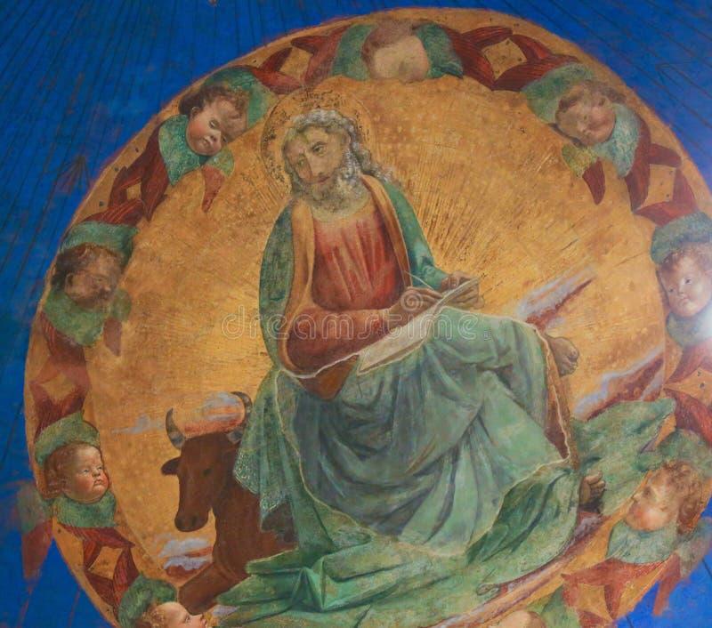 Fresco en San Gimignano - Lucas el evangelista imagen de archivo