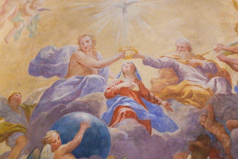 Fresco en San Gimignano - trinidad santa y Maria foto de archivo