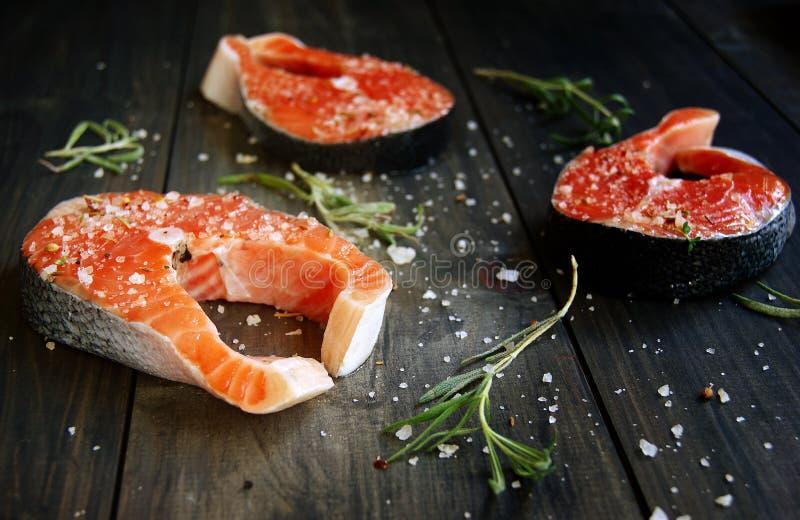 Fresco um salmão imagem de stock
