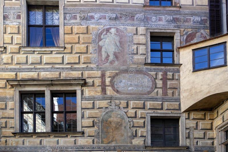 Frescoe in een binnenplaats, het Kasteel van Cesky Krumlov, Tsjechische Republiek royalty-vrije stock fotografie