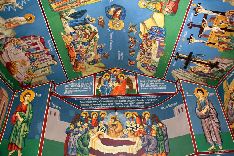 Frescos de un interior de la iglesia ortodoxa en Macedonia fotos de archivo libres de regalías