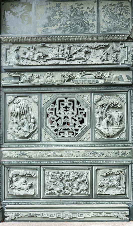 Frescos en la fachada del salón ceremonial en el cementerio chino en Manila, Filipinas fotografía de archivo