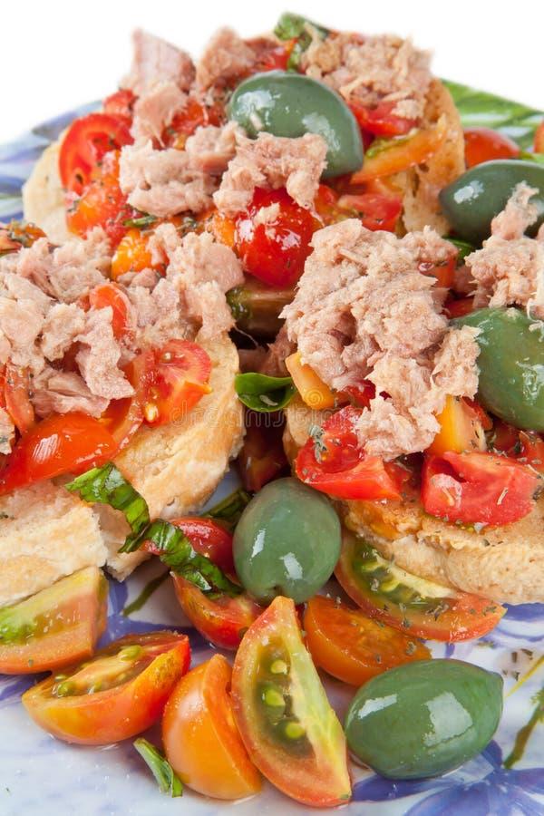 Fresella Italiaans brood met tonijn en tomaten royalty-vrije stock afbeelding